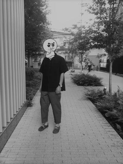非モテのプロフィール白黒写真
